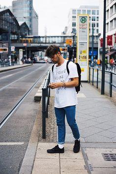 Vans Sneakers, H&M Jeans, Urban Outfitters T Shirt, Sandqvist Bag