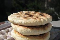 Turte la tigaie Hamburger, Savoury Recipes, Bread, Dishes, Easy, Foods, Traditional, Food Food, Food Items