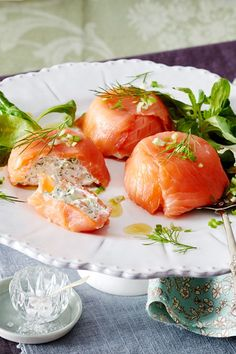 Vorspeise für Ostern - Osterbrunch - Great for the Simply fill the muffin tin with # smoked salmon and # cream cheese, and these pretty chocolates come out. Healthy Dinner Recipes, Healthy Snacks, Breakfast Recipes, Baked Salmon Recipes, Evening Meals, Smoked Salmon, Vegetarian, Stuffed Peppers, Dishes