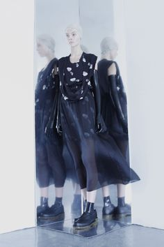 <p>Lilia Yip is a Singaporean designer based in Brighton, UK. For her MirrorMasque collection she uses asymmetric abstract cuts and digital art combined with a thorough understanding of how to make fa