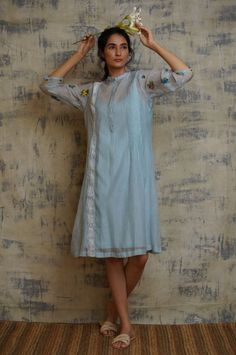 Simple Kurtis, Western Look, Plain Dress, Fashion Illustration Sketches, Stylish Dresses, Indian Wear, Indian Outfits, Lehenga, Printed Cotton