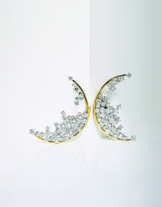 Artist Yi Zhou adorned her look with these Blue Moon diamond earrings with yellow gold profiles by Damiani at the Cannes Film Festival 2013. These precious pieces emerged winners at the Diamond International Award in 1996.