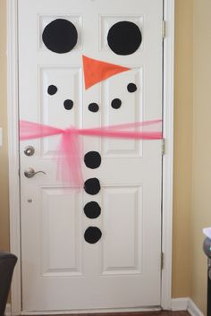 Snowman door - something for the Bongo the elf to do next christmas....cute on the kids bedroom doors