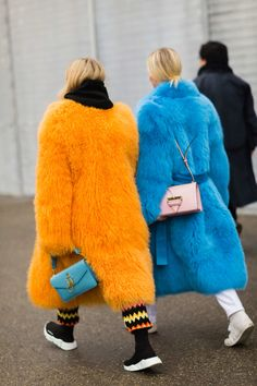 Thora Valdimarsdottir and Jeanette Friis Madsen - Milan - J& Perdu Ma Veste Hipster Grunge, Grunge Goth, Fur Fashion, Winter Fashion, Fashion Outfits, Womens Fashion, Fashion Week Paris, Milan Fashion Weeks, Street Style Vintage