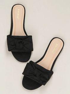 Shoes Flats Sandals, Cute Sandals, Women's Shoes, Shoe Boots, Fancy Shoes, Pretty Shoes, Slip On Shoes, Tennis Shoes Outfit, Casual Shoes