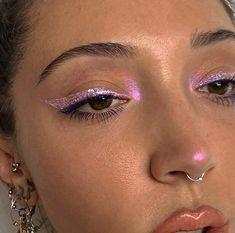 pink glitter eyeliner pink – Samantha Fashion Life If you know the Mua, mark it! pink glitter eyeliner pink- If you know the Mua, mark it! Metallic Eye Makeup, Pink Eye Makeup, Cute Makeup, Pretty Makeup, Skin Makeup, Eyeshadow Makeup, Makeup Brushes, Pink Eyeshadow, Eyeshadow Palette