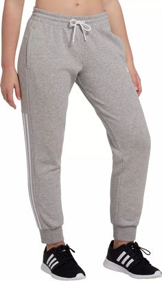 Joggers Outfit, Yoga Pants Outfit, White Adidas Joggers, Girls Pants, Pants For Women, Casual Outfits, Cute Outfits, Styles P, Joggers Womens
