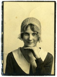 ** Vintage Photo Booth Picture ** Charming young woman ca. Belle Epoque, Vintage Photo Booths, Photo Vintage, Vintage Pictures, Vintage Images, Photos Booth, Old Photography, Vintage Photographs, Vintage Beauty