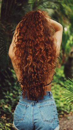 Red/brown curly hair that is sundried, contact me for hair questions if you want :) Natural Red Hair, Brown Curly Hair, Red Brown Hair, Long Red Hair, Long Curly Hair, Curly Hair Styles, Red Hair Inspo, Q Hair, Hair Questions
