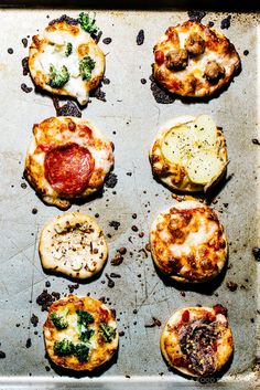mini no knead pizzas