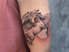 Tatuagem autoral, exclusiva e conceitual: entenda aqui! - Blog Tattoo2me O Tattoo, Blog, Shoulder Tattoo, Unique Tattoos, Delicate Tattoo, Male Tattoo, Blogging