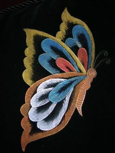 pirograbados en gamuza - Buscar con Google Butterfly Embroidery, Embroidery Applique, Machine Embroidery Designs, Embroidery Stitches, Embroidery Patterns, Flow Painting, Thread Painting, Fabric Painting, Butterfly Wall Art