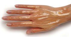 Datorită acestei proceduri simple, pielea mâinilor dumneavoastră va arăta ca la 20 ani! Pentru că meritați! - Retete Usoare