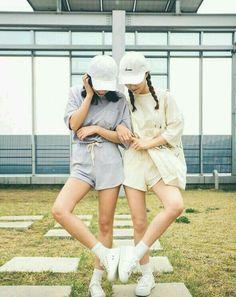 Preload bff trong 2019 korean best friends korean friends v Korean Fashion Trends, Korean Street Fashion, Ulzzang Couple, Ulzzang Girl, Korean Couple, Korean Girl, Korean Photoshoot, Fun Photo, Tumblr Bff