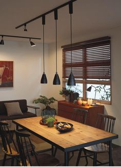 Vintage ペンダントライト 黒色・ダクト用 60W相当・調光調色 | Bluetooth | インテリア照明の通販 照明のライティングファクトリー Home Lighting Design, Interior Lighting, Asian Interior, Room Interior, Northern Europe Interior, Japanese Home Decor, Dinner Room, Interior Decorating, Interior Design