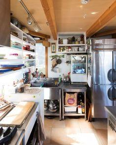 大型の鍋を入れられる業務用の冷蔵庫も、約2分で洗い上げるプロ仕様の食洗機も、由美さんにはなくてはならないアイテム。