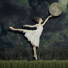qta3 - Collages dancing with the moon