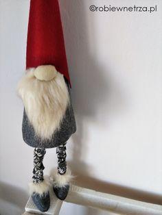 Robię Wnętrza: Wszystko co chcielibyście wiedzieć o skrzatach czyli jak odnaleźć w sobie dziecko… Christmas Knomes, Christmas Time, Biscuit, Crafts For Kids, Christmas Decorations, Dolls, Diy, Burlap Throw Pillows, Christmas 2017