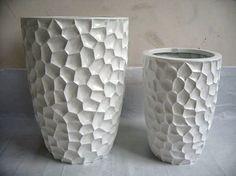 289 euro Set van 2 hoge vazen in 2 verschillende maten Ø56cm x 80cm hoog en Ø41cm x 60cm hoog Verkrijgbaar in de kleur wit (inclusief 21% BTW)