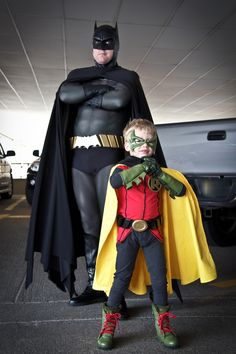 Batman and Robin cosplay by my friend Bob Kieffer and his son. Robin Cosplay, Batman Cosplay, Dc Cosplay, Superhero Cosplay, Male Cosplay, Super Hero Costumes, Cool Costumes, Costumes For Women, Cosplay Costumes