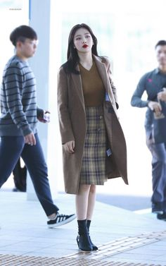 181019 incheon airport to singapore Korean Airport Fashion, Korean Fashion Trends, Kpop Fashion, Asian Fashion, Girl Fashion, Fashion Outfits, Kpop Outfits, Korean Outfits, Kpop Mode