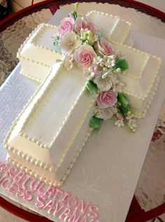 Beautiful cake for First Communion Baptism Cross Cake, Christening Cake Boy, Baptism Cakes, Christian Cakes, First Holy Communion Cake, Cross Cakes, Religious Cakes, Confirmation Cakes, Girl Cakes