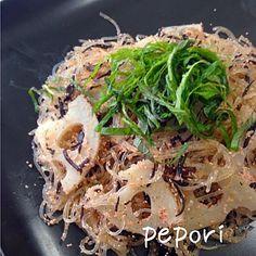 ともきーちゃんのを見て、また食べたくなりました今回はちゃんとれんこんも入ったし、シソもたっぷりで完璧〜  やっぱりレシピどおりが美味しいね  ともきーちゃん、美味しいレシピいつもありがとう✨ - 191件のもぐもぐ - Tomoko Itoさんの料理 昆布つゆを使って蓮根ヒジキタラコの春雨炒め by pepori