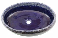 Granatowa umywalka z koronką