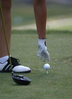 El golf es un deporte de precisión cuyo objetivo es introducir una bola en los hoyos que están distribuidos en el campo. Fotografía. Pablo Salazar S.