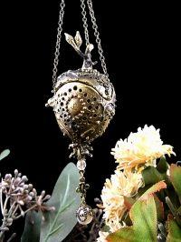 bulb pomander necklace【ポマンダーの球根ネックレス】真鍮燻し仕上げ × 淡水パール