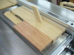 Thin Strips Adjustable Ripping Jig / Gabarit ajustable pour couper en lamelle   Atelier du Bricoleur (menuiserie)…..…… Woodworking Hobbyist's Workshop