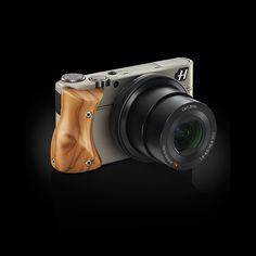 Hasselblad Stellar: Ergonomic olive wood grip. #Camera #Hasselblad #Olive_Wood