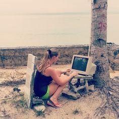 Beach Office Thailand - so lässt sich's Leben ;-)  //scontent-b.cdninstagram.com/hphotos-xfa1/t51.2885-15/10903172_643285809128311_1058352020_a.jpg