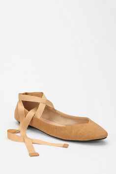 I love how much these look like pointe shoes! Too bad they are sold out!