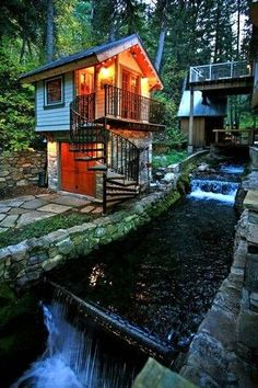 Quaint Tiny Stone Cottage amidst huge pines, tucked away next to a stream. Also: a secluded Hot Tub across a stone bridge, a wood-burning fireplace, Wi-Fi, and a Fire Pit. And an adorable little stone outbuilding The Bird House, with a sleeping loft. An