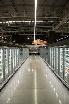 Iluminación de supermercado con Lineal LED 35W MEGABRIGHT - además de Campana Aluminio LED 150W para uso en galpones, bodegas, entre otros