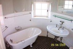 Singer Castle Interior_Bathroom 01.jpg (800×533)