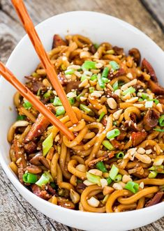 I didnt have mushrooms. Asian Style Udon Noodles with Pork and Mushrooms - a super quick and incredibly easy udon noodles dish with pork, mushrooms and a spicy sauce. Dinner in 20 minutes tops! Pork Recipes, Asian Recipes, Cooking Recipes, Healthy Recipes, Indonesian Recipes, Noodle Recipes, Recipes With Udon Noodles, Vegan Udon Noodle Recipe, Udon Recipes