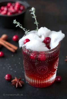 Cranberrie Punsch | Weihnachtspunsch mit schwarzem Tee, Cranberriesaft und gezuckerten Thymianzweigen | Kinderpunsch | © monsieurmuffin