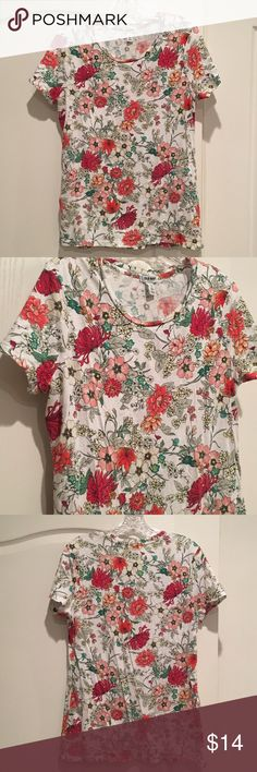 Beautiful Floral Tee Size Large Tall Beautiful tee from Old Navy worn just a few times. Could use an iron but otherwise excellent condition. It's a size Large TALL. Old Navy Tops Tees - Short Sleeve