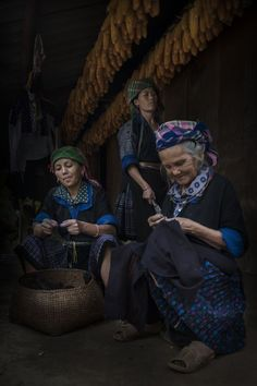 Daily Life by Zacho Zacho - Vietnam women in their traditional clothes At A Glance, Traditional Clothes, National Geographic Photos, Life Photo, Amazing Photography, Vietnam, Beautiful People, Count, Culture