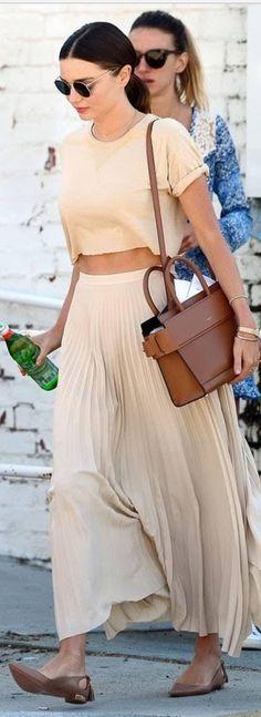 Who made  Miranda Kerr's tan short sleeve top, round sunglasses, and brown tote handbag?