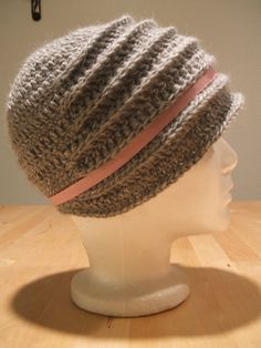 [Free Pattern] So Simple, So Beautiful! This Flapper Hat Pattern Is So Adorable! - Knit And Crochet Daily
