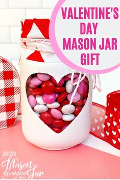 Mason Jar Gifts: Valentine Mason Jars , Do you need an easy DIY Valentine's Day gift idea that everyone is sure to love? This Valentine Mason Jar will be a crowd pleaser because who doesn't . Creative Gifts For Boyfriend, Boyfriend Gifts, Diy Gifts For Friends, Gifts For Coworkers, Mason Jar Gifts, Mason Jars, Valentines Diy, Valentine Day Gifts, Mason Jar Breakfast