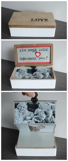 Een doosje gevuld met liefde! Een leuke originele én manier om je foto's te… Presents For Kids, Kids Gifts, Craft Gifts, Home Crafts, Diy And Crafts, Diy For Kids, Crafts For Kids, Poppy Craft, Hobbies And Crafts