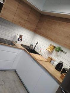 Easy Minimalist Kitchen Remodel Ideas On A Budget - Modern Kitchen Kitchen Room Design, Kitchen Cabinet Design, Modern Kitchen Design, Home Decor Kitchen, Interior Design Kitchen, New Kitchen, Home Kitchens, Kitchen Colors, Kitchen Furniture