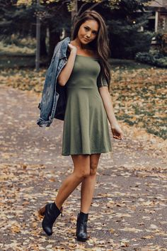 Flirty and feminine, this dress is complete with a stunning fit and flare design and made from ultra-soft stretch fabric. Pair with booties and statement earrings for a romantic, go-anywhere look. Nice Dresses, Casual Dresses, Casual Outfits, Fashion Outfits, Womens Fashion, Fashion Fall, Dress Fashion, Fashion Boots, Dress Outfits