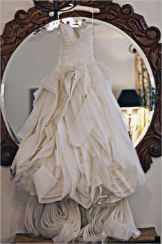 Woah. This Vera Wang dress is gorgeous!