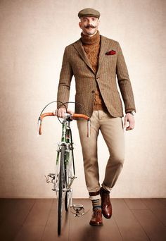The Well-Dressed . This is how I want to look on the way to work in the morning 🤣 Cycle Chic, Tweed Ride, Suit Man, Cycling Outfit, Cycling Clothing, Bike Style, Dapper Men, Look Cool, Stylish Men