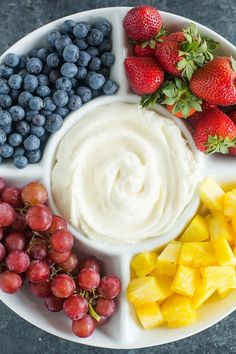 Cream Cheese Fruit Dip Recipe This easy fruit dip recipe is the best! Made with just two ingredients – cream cheese and marshmallow creme – it takes only minutes to prepare and is the perfect addition to any fruit tray. Easy Fruit Dip, Fruit Dips, Fruit Salad Recipes, Fruit Trays, Fruit Snacks, Kids Fruit, Baby Fruit, Juice Recipes, Cheese Dip Recipes